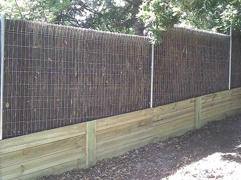 straw welded mesh fence Melbourne