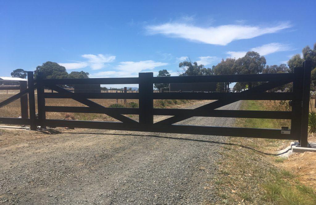 farm driveway gates
